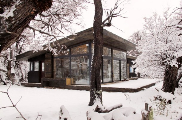 509b3de2b3fc4b2c55000074_cabur-house-n-made-architects_portada-1000x659