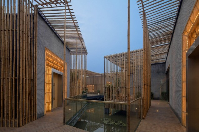 5101686db3fc4b4e0000000e_bamboo-courtyard-teahouse-harmony-world-consulting-design_teahouse_10_internal_courtyard-_night_view_from_south_east-1000x666