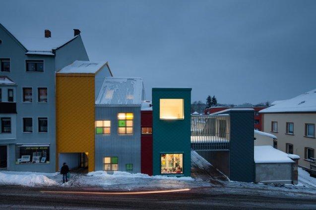 713-37-gutierrez-delafuente-arquitectos-tallerde2-arquitectos-centro-de-dia-para-ninos-haus-der-tagesmutter-en-selb-alemania-selb-ale